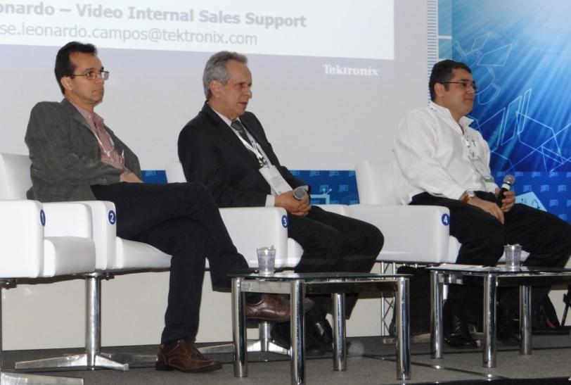 Da esquerda para direita, Eduardo Antônio Barros da Silva (UFRJ); José Antonio Garcia (SET - EBC); e Eliésio Silva (Tektronix).