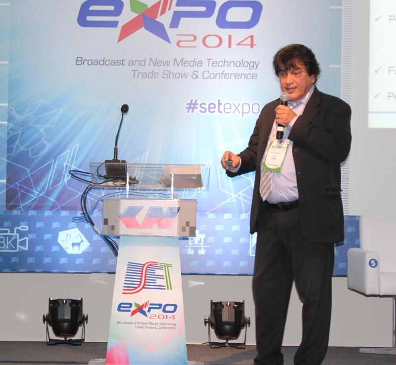 Professor Cristóvam abriu a primeira sessão que discutiu o trabalho externo na cobertura de eventos em tempo real.