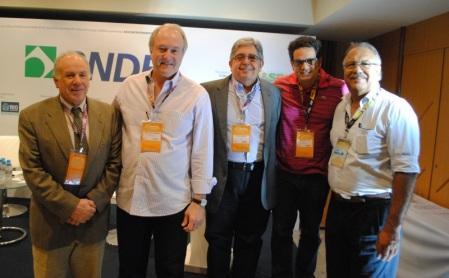 De Izq. à Dir: Olimpio Franco (Presidente da SET),  Carlos de Andrade (Visom Digital); Celso Araújo (SET); Tony Viegas (Conspiração) e Nelson Faria (SET/PetChannel)