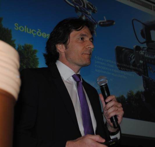 Luis Fabinchak fala para várias centenas de broadcasters brasileiros na NAB 2015