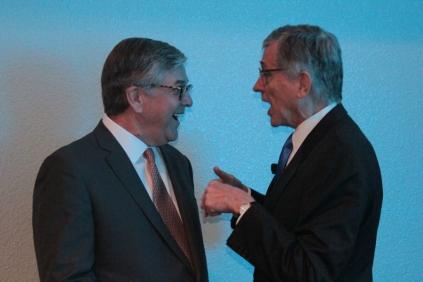 Gordon Smith (NAB) e Tom Weeler (FCC) discutem os rumos da radiodifusão norte-americana na NAB 2015