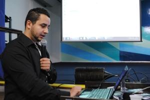 Lucas Teixeira da Screen do Brasil explicando a plataforma ARK6