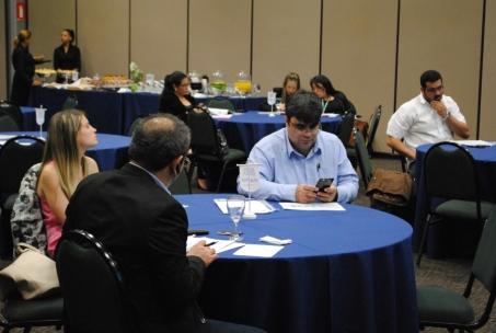 Empresarios analizam a planta do SET Expo 2016